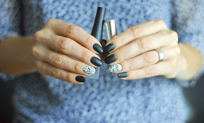 black and white salt and pepper party nails