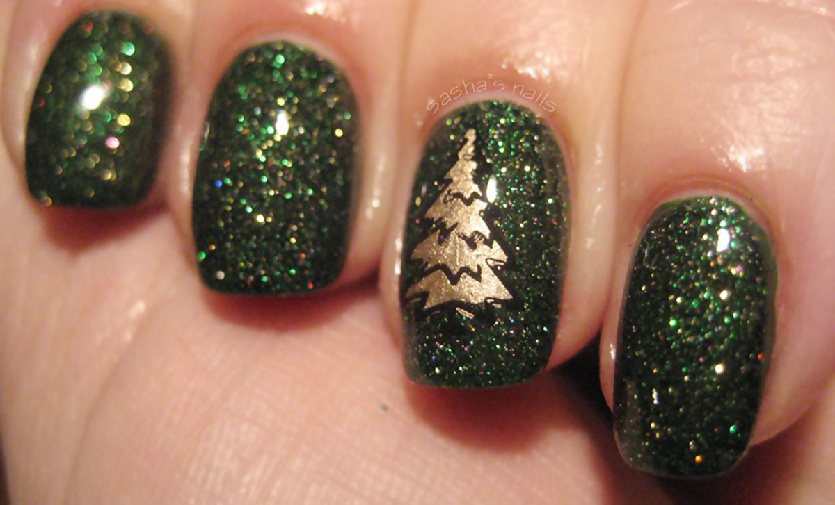 green glitter gold christmas tree stamped nails