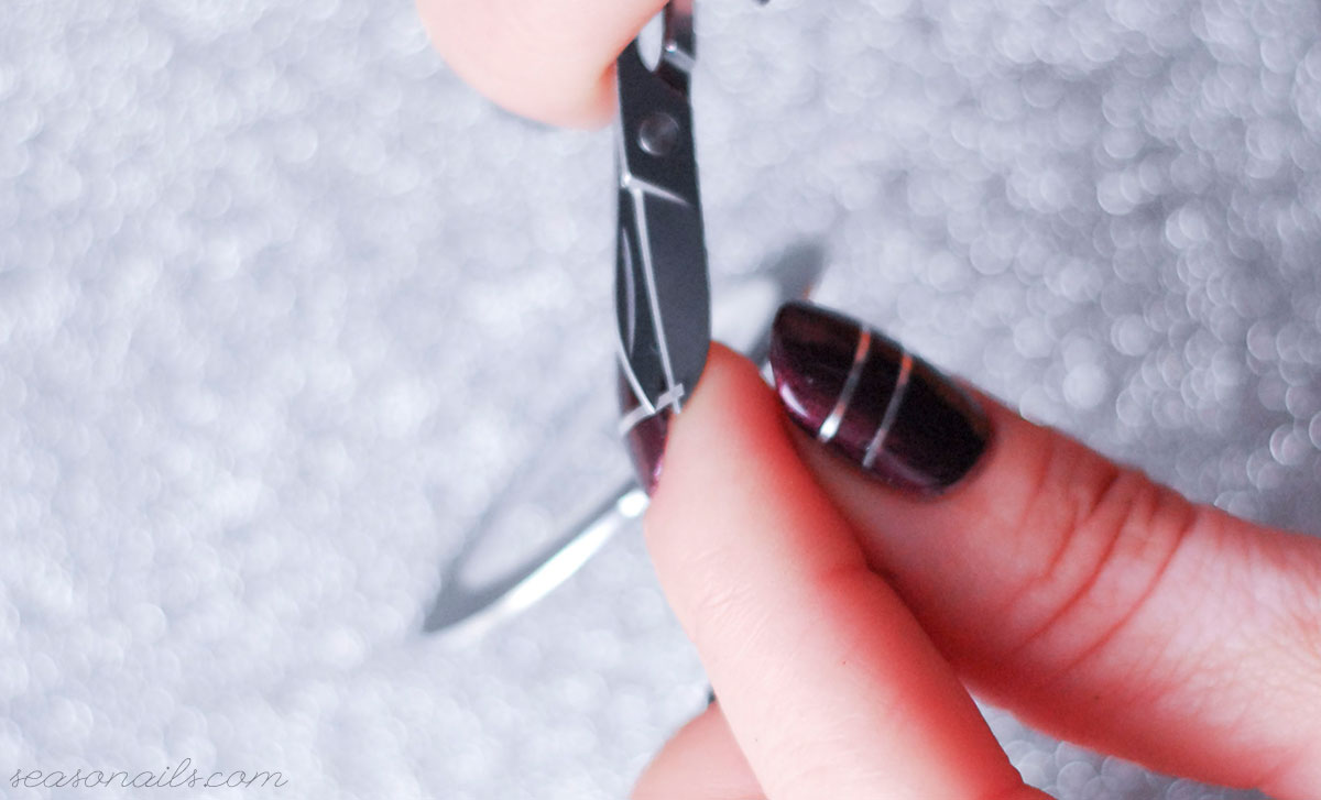 how to apply striping tape on nails