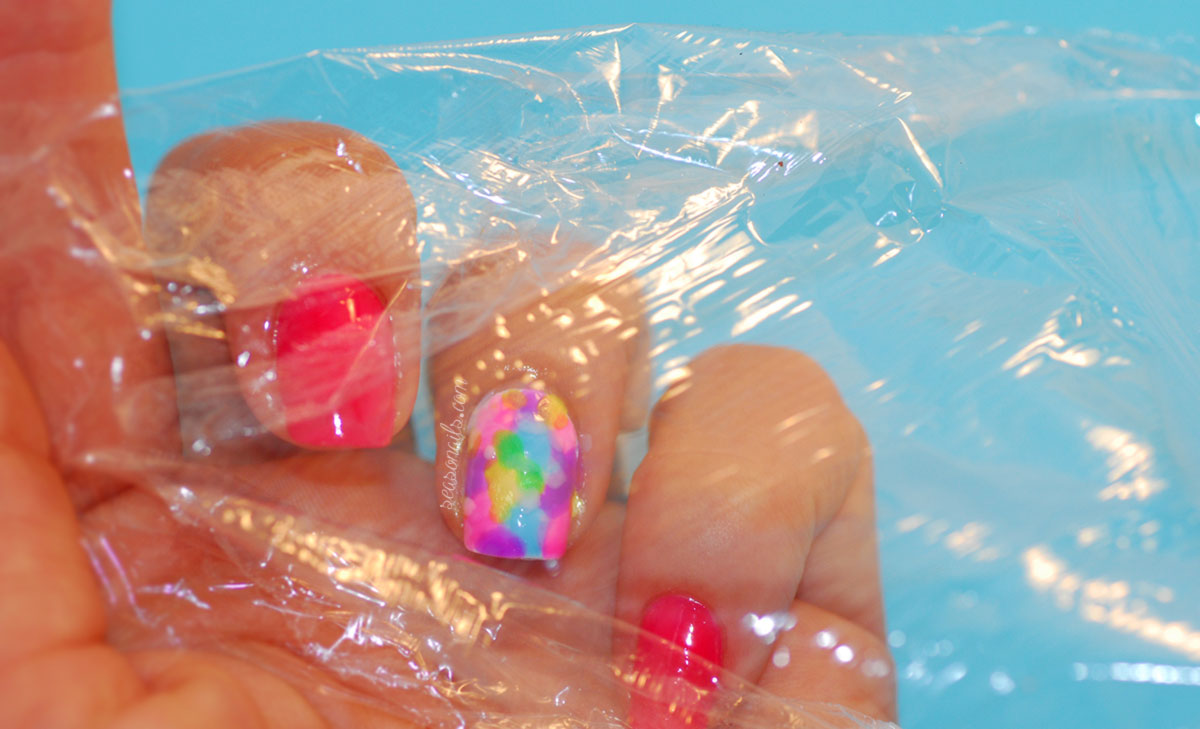 how to saran wrap marbled nails Seasonailscom