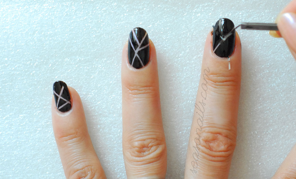how to striping tape negative nail art