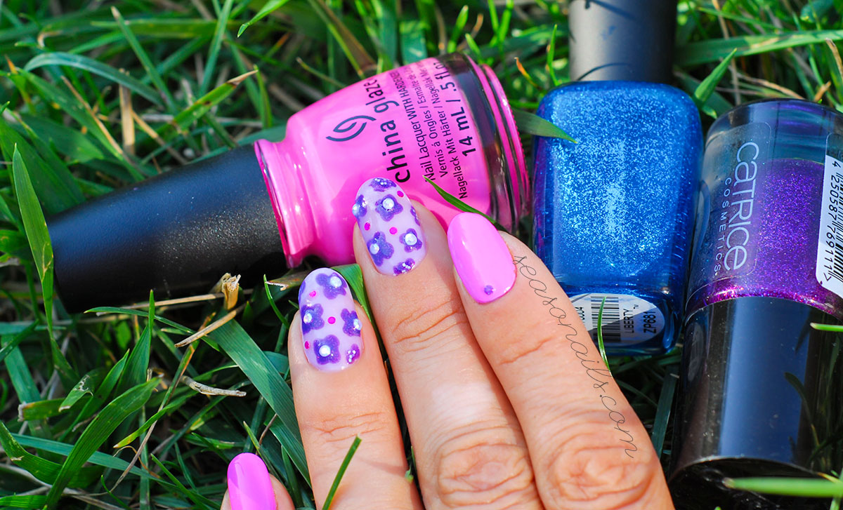 neon summer nails flowers negative space