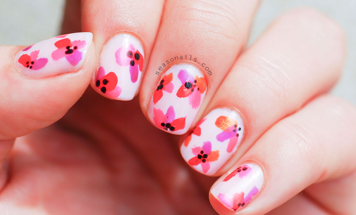 round short nails flowers