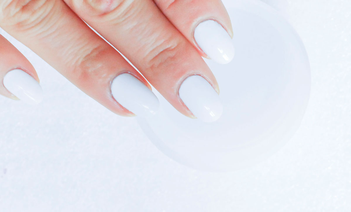 white nails ready to watermarble